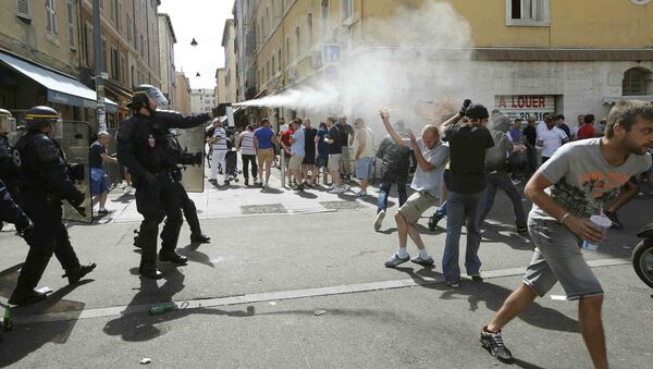 Football Soccer - Euro 2016 - England v Russia - Group B - Stade Velodrome, Marseille, France - 11/6/16 Police use teargas on supporters near port of Marseille before the game - Sputnik Italia
