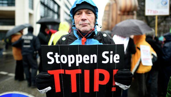 In Europa ci sono  tante manifestazioni contro TTIP ( Partenariato transatlantico per il commercio e gli investimenti) - Sputnik Italia