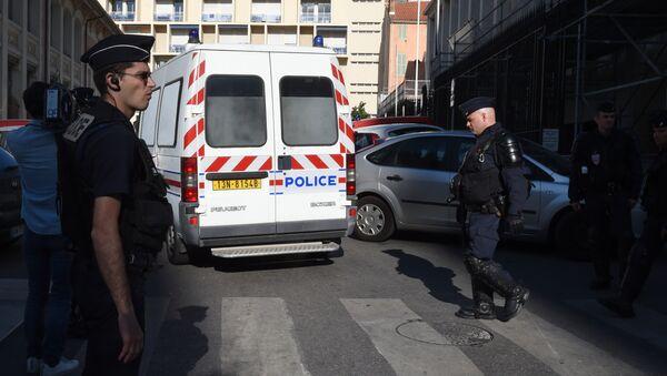 Veicolo della polizia trasporta i tifosi russi arrestati dopo i disordini di Marsiglia - Sputnik Italia