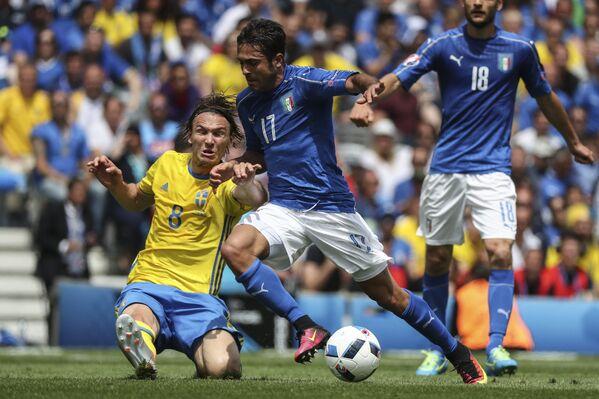L'autore del gol vittoria Eder, contrastato da Ekdal - Sputnik Italia
