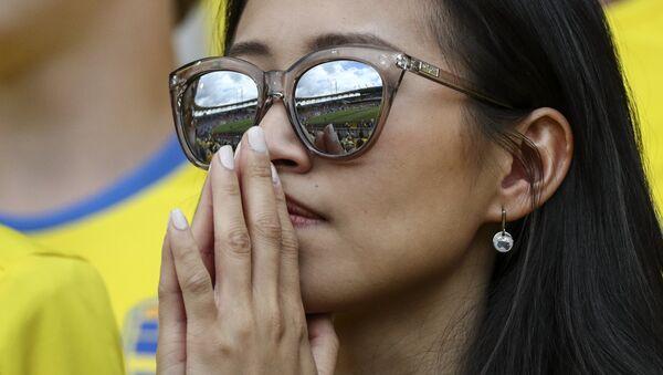 Una tifosa svedese (o italiana?) guarda la partita dagli spalti di Tolosa - Sputnik Italia