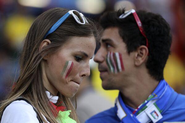 Due tifosi italiani prima della partita di Tolosa, Italia-Svezia - Sputnik Italia