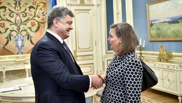 Petro Poroshenko e Victoria Nuland - Sputnik Italia