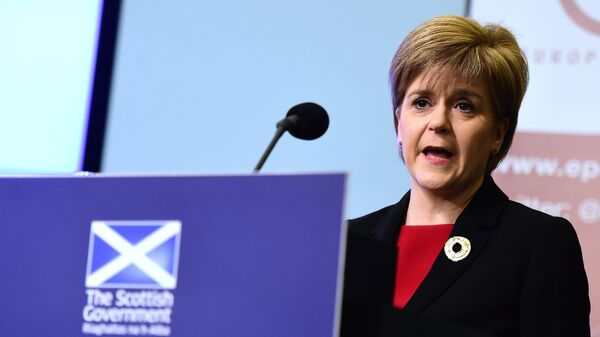 Scotland's First Minister Nicola Sturgeon addresses a speech on Scotland's commitment to Europe at an European Policy Centre (EPC) event in Brussels, on June 2, 2015 - Sputnik Italia