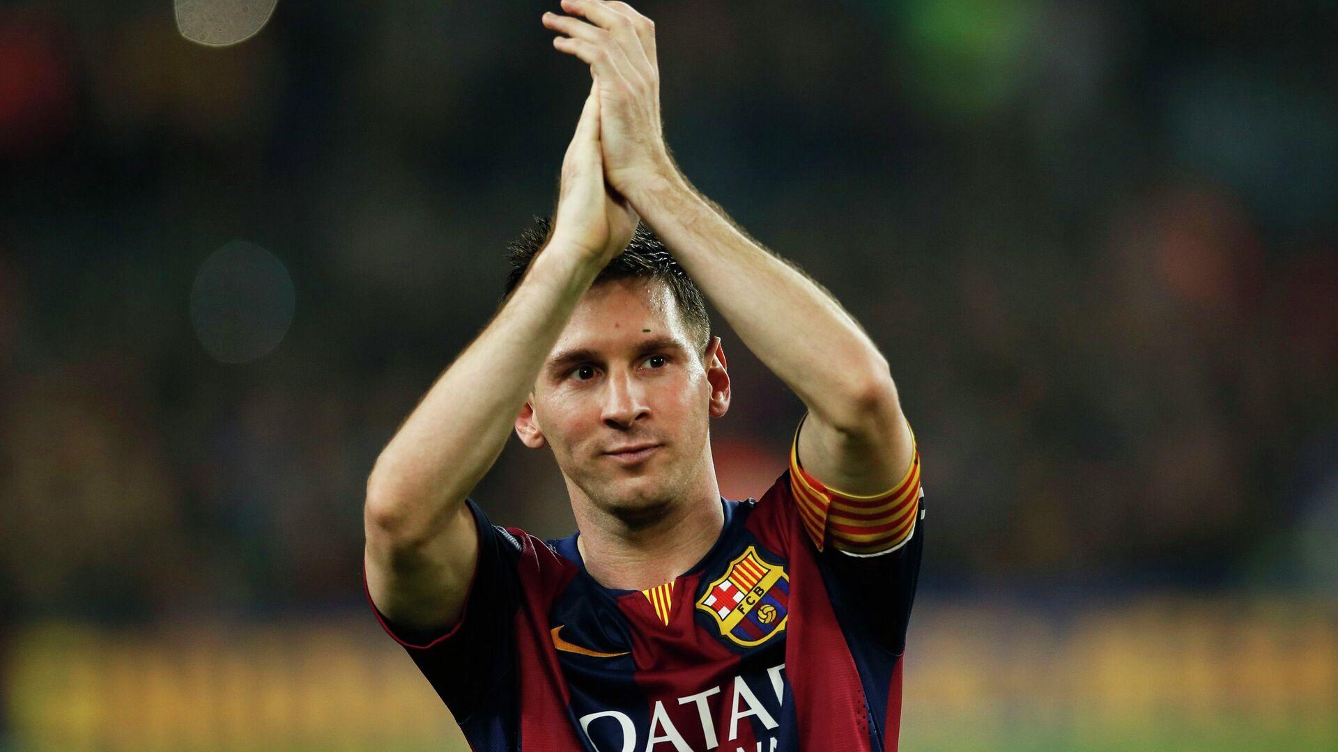 Barcelona's Lionel Messi celebrates at the end of their Spanish first division soccer match against Sevilla at Nou Camp stadium in Barcelona November 22, 2014 - Sputnik Italia, 1920, 05.08.2021