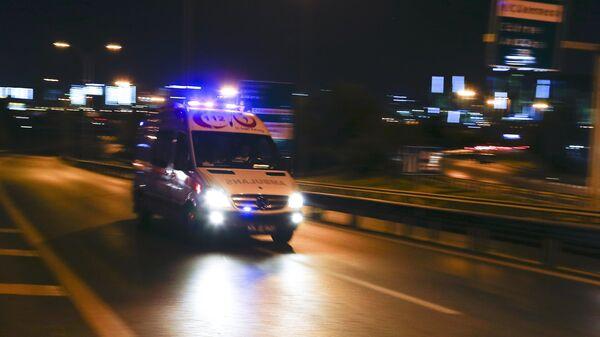 An ambulance arrives at the Ataturk airport in Istanbul - Sputnik Italia