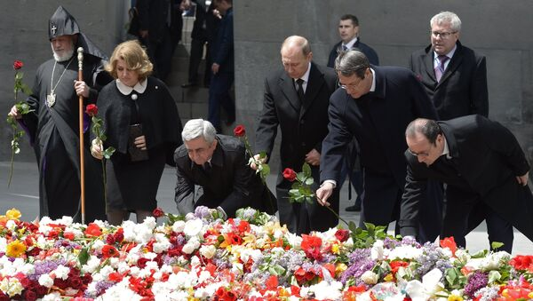 Putin e Hollande durante la cerimonia commemorativa del genocidio armeno ad Yerevan - Sputnik Italia