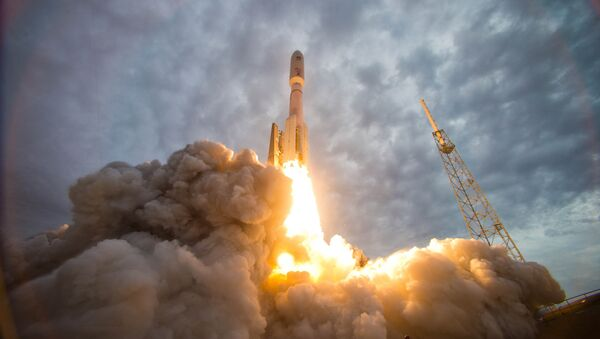 An Atlas V rocket launches the Navy's Mobile User Objective System (MUOS) 2 satellite from Space Launch Complex-41 at Cape Canaveral Air Force Station - Sputnik Italia