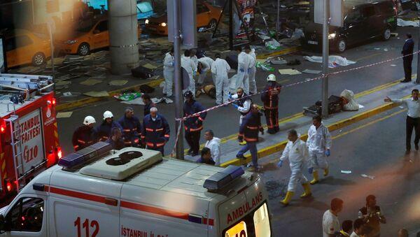 Forensic experts work outside Turkey's largest airport, Istanbul Ataturk, Turkey, following a blast, June 28, 2016. - Sputnik Italia