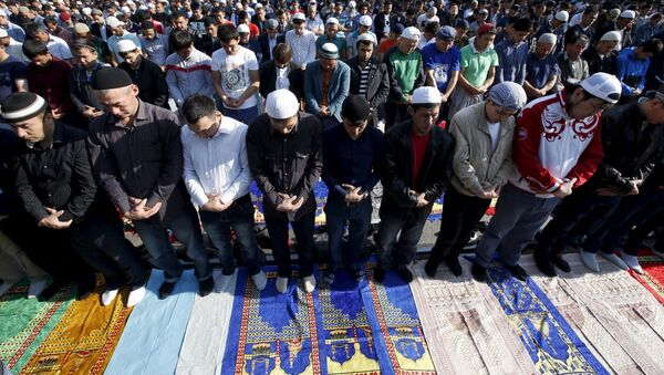 Musulmani festeggiano Eid al-Fitr (Urasa-Bairam) a Mosca. - Sputnik Italia