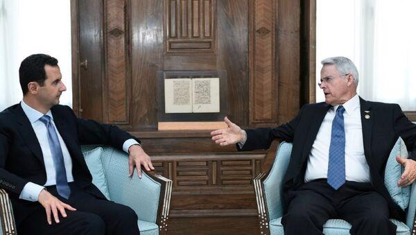 Il senatore della Virginia Richard Black e il presidente siriano Bashar al-Assad - Sputnik Italia