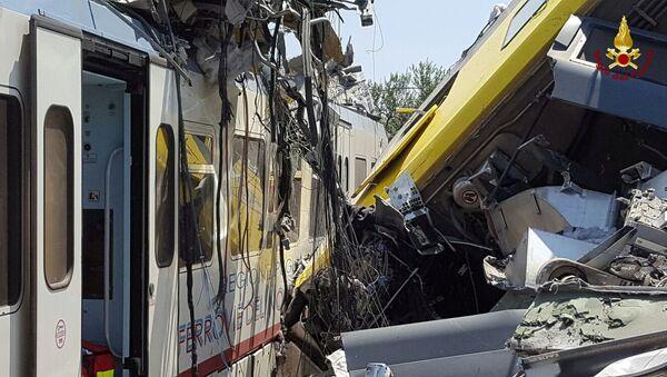 Scontro tra treni in Puglia - Sputnik Italia