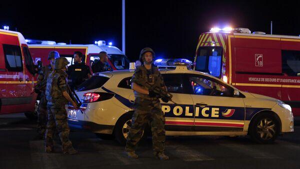 Polizia e vigili del fuoco francesi - Sputnik Italia