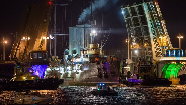 Cruiser Aurora towed to permanent mooring at Petrovskaya Embankment - Sputnik Italia