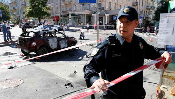 Полиция оцепляет место убийства журналиста Павла Шеремета в центре Киева - Sputnik Italia