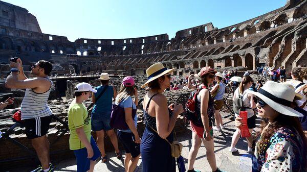 Turisti nel Colosseo - Sputnik Italia
