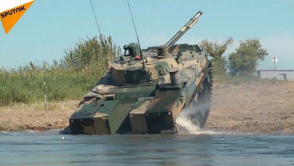 Guardate il veicolo da combattimento BMD-4M russo per le truppe aviotrasportate in azione - Sputnik Italia