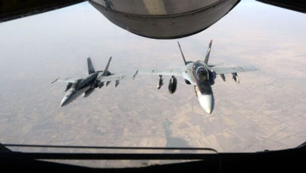 Истребители ВВС США F-18 Super Hornet летят над Ираком - Sputnik Italia