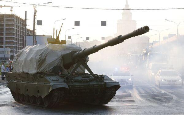 Prove del 29 aprile, in attesa della grande parata della Vittoria, che si terrà in Piazza Rossa il 9 maggio - Sputnik Italia