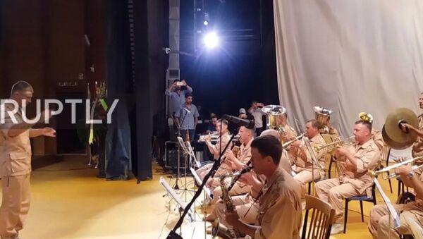 Militari russi commemorano i soldati uccisi in Siria - Sputnik Italia