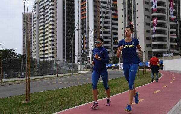 Due atlete ucraine fanno footing nel villaggio olimpico - Sputnik Italia