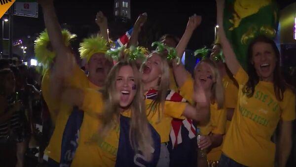 Sostenitori guardano l'apertura delle Olimpiadi - Sputnik Italia