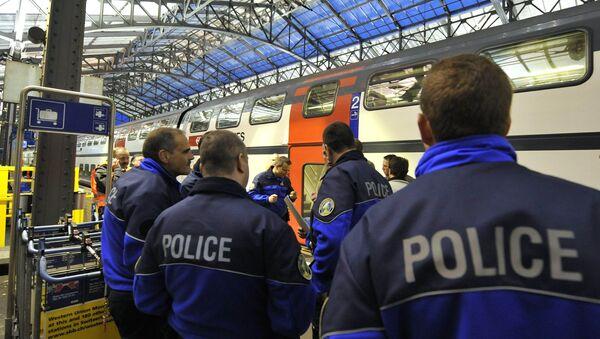 Policemen stand on a platform. Switzerland (File) - Sputnik Italia