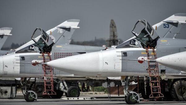 Russian Su-24 tactical bombers at the Hmeimim airbase in the Latakia Governorate of Syria - Sputnik Italia