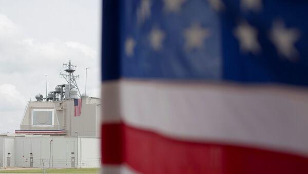 Bandiera USA nella base romena di Deveselu - Sputnik Italia