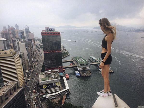 Bella e coraggiosa: roofer russa Anghelina Nikolau. - Sputnik Italia
