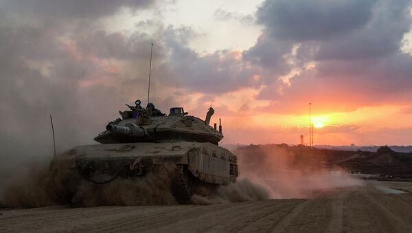 Un carro armato israeliano nei pressi della Striscia di Gaza - Sputnik Italia