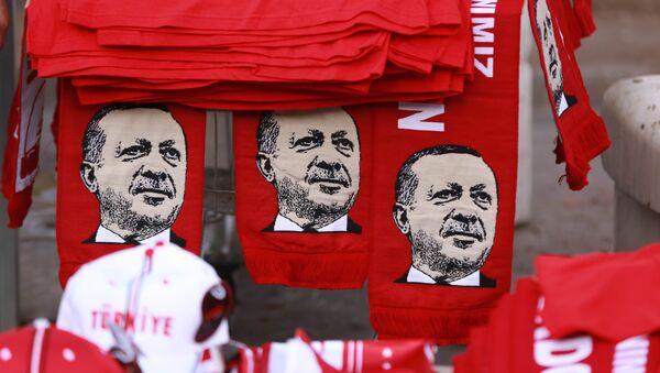 Sciarpe con l'immagine di Erdogan - Sputnik Italia