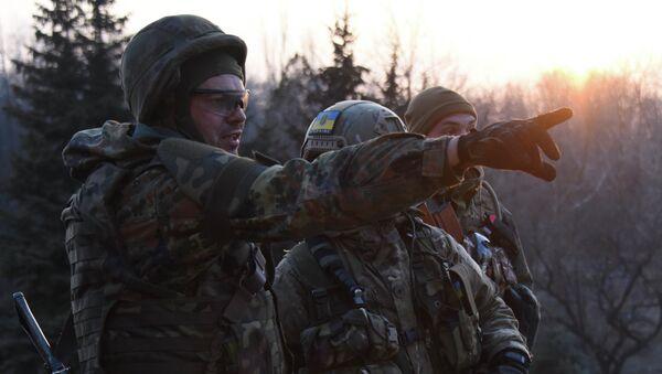 Combattenti del battaglione paramilitare ucraino Azov - Sputnik Italia