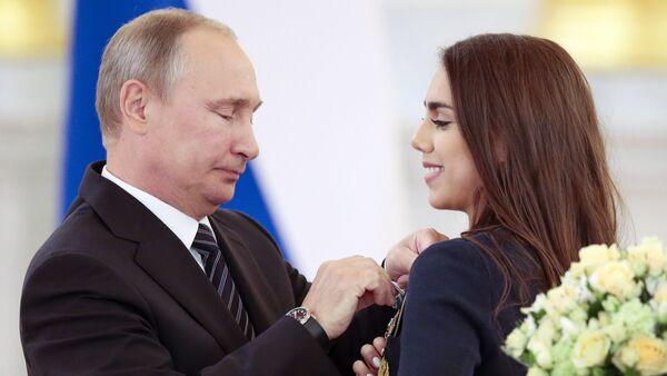 Putin premia l'atleta russa Margarita Mamun - Sputnik Italia