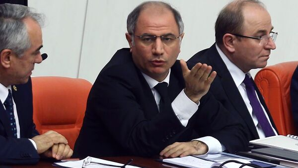 A picture taken on Febraury 19, 2015 shows Turkey's Interior Minister Efkan Ala (C) attending a session of the Turkish Parliament in Ankara - Sputnik Italia
