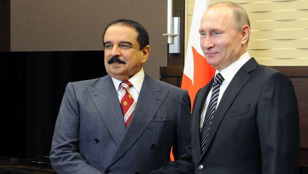 Il presidente russo Vladimir Putin con il re del Bahrein Hamad bin Isa Al Khalifa - Sputnik Italia