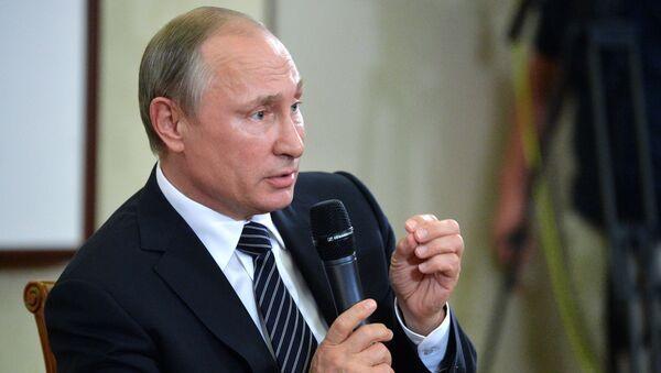 Президент РФ Владимир Путин на пресс-конференции по итогам саммита Группы двадцати G20 в Ханчжоу - Sputnik Italia