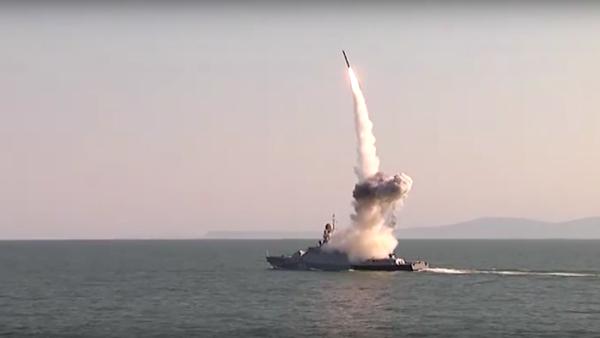 I test dei missili Calibr nel mar Caspio - Sputnik Italia