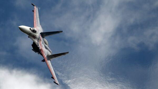 Многоцелевой истребитель Су-27 пилотажной группы Русские Витязи на Международном военно-техническом форуме АРМИЯ-2016 - Sputnik Italia