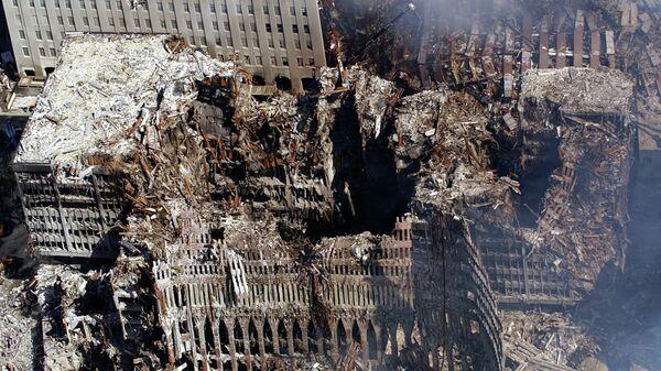 Вид с воздуха на место теракта в Нью-Йорке. 17 сентября 2001 - Sputnik Italia