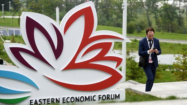 The logo of the Eastern Economic Forum on the territory of the Far Eastern Federal University on Russky Island, Vladivostok - Sputnik Italia