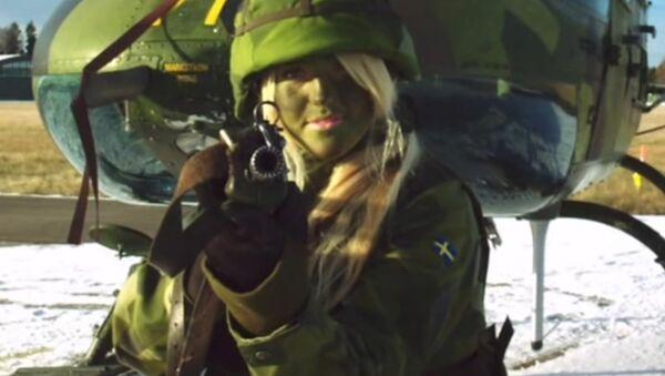 Soldatessa svedese - Sputnik Italia