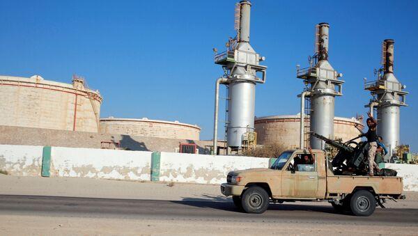 Libyan forces loyal to eastern commander Khalifa Haftar ride a pickup truck at the Zueitina oil terminal in Zueitina, west of Benghazi, Libya - Sputnik Italia