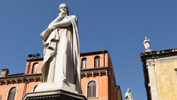 Monumento a Dante in piazza della Signoria a Firenze. - Sputnik Italia