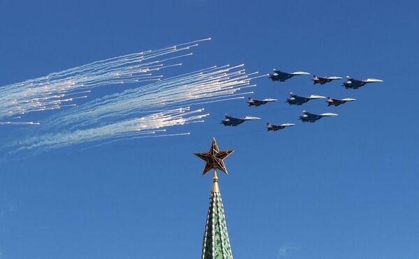 Prove dello spettacolo delle pattuglie acrobatiche delle forze armate russe in vista della parata del 9 Maggio. - Sputnik Italia