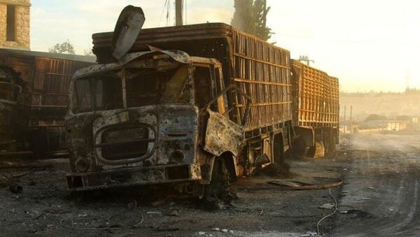 Damaged aid trucks are pictured after an airstrike on the rebel held Urm al-Kubra town, western Aleppo city, Syria September 20, 2016 - Sputnik Italia