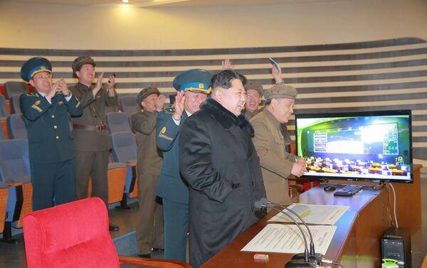 Kim Jong-un assiste a test missilistico - Sputnik Italia