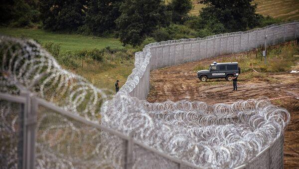 Poliziotto bulgaro al confine con la Turchia - Sputnik Italia