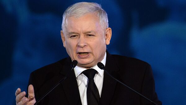 Jaroslaw Kaczynski leader of the opposition Law and Justice party in this weekend's general elections speaks at a party convention in Warsaw - Sputnik Italia