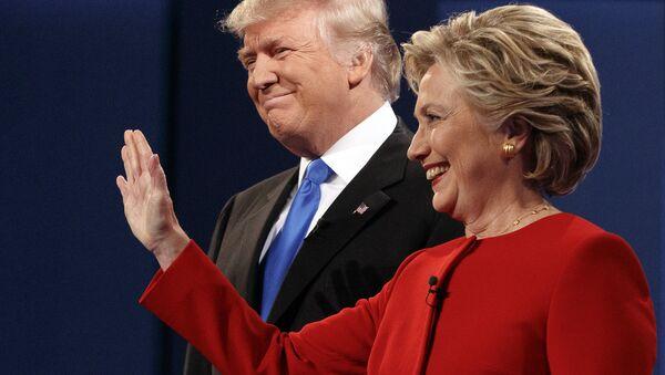 Hillary Clinton e Donald Trump durante i dibattiti - Sputnik Italia